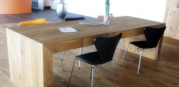 Tisch aus Parkett