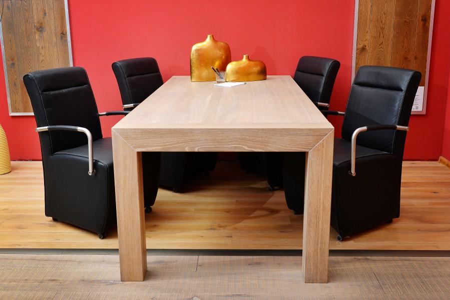 Holztisch aus Parkett (weiß gekalkt)
